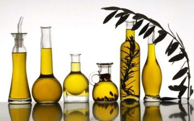 Método de limpieza facial con aceites.